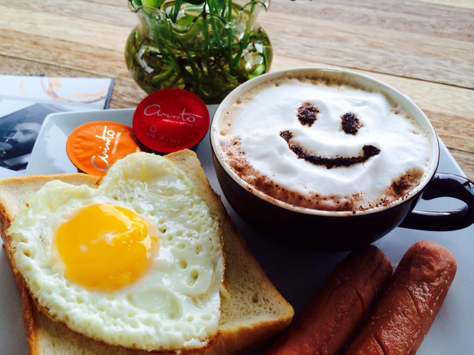 我的幸福早餐:微笑的咖啡