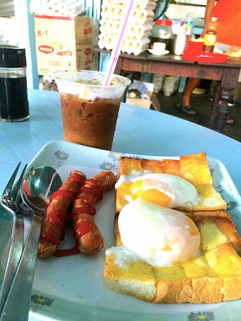 树荫下的小店 - 简单的食材,非凡的美味: 烤面包,温泉蛋