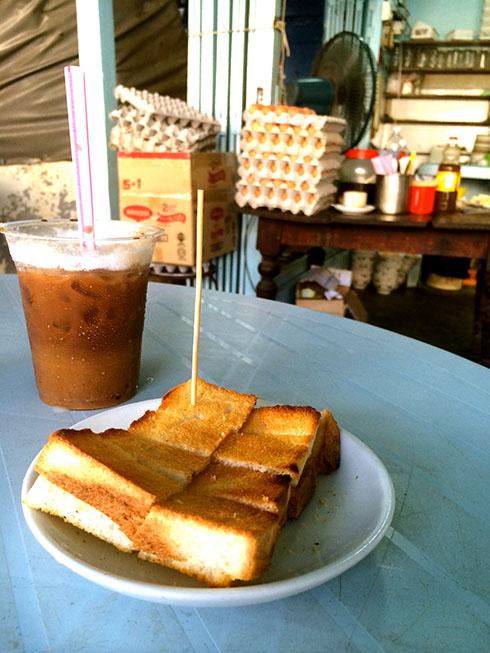 树荫下的小店 - 简单的食材,非凡的美味: 烤面包