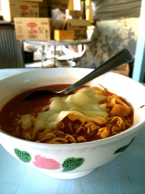 树荫下的小店 - 简单的食材,非凡的美味: 芝士咖喱面