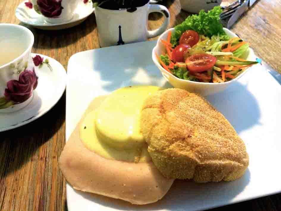幸福的国度:班尼迪克蛋鸡肉汉堡包 Egg Benedict Burger