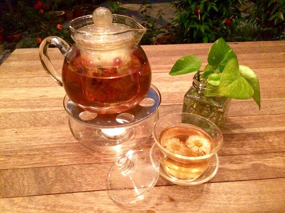 温暖时光: 雨天里暖呼呼的花茶