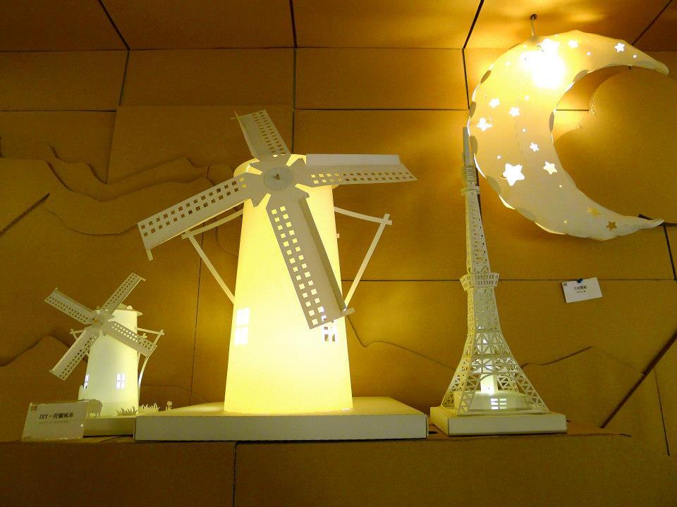 温暖时光:温馨的纸箱王