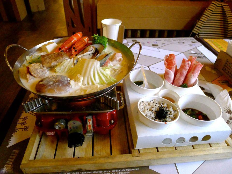 温暖时光: 热腾腾的北海道牛奶锅
