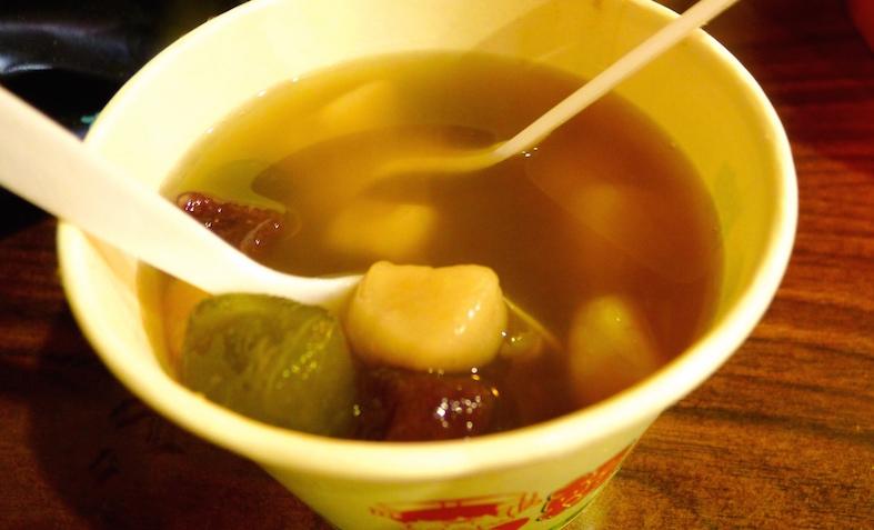 温暖时光:赖阿婆的热芋圆甜汤