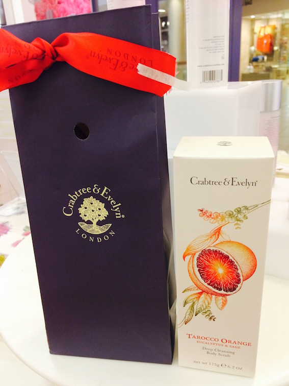 温暖时光:Crabtree & Evelyn的黄金红橘磨砂膏  Tarocco Orange, Eucalyptus, Sage Body Scrub