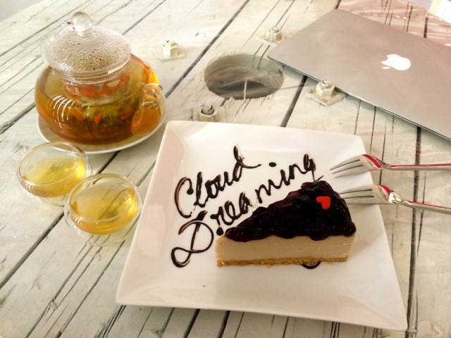 Cloud Dreaming Vegan Cake House: 在云端织梦的日子
