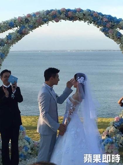 吳奇隆,劉詩詩世紀花海婚禮:在最好的時候,遇見了最好的你。 照片轉載自蘋果即時